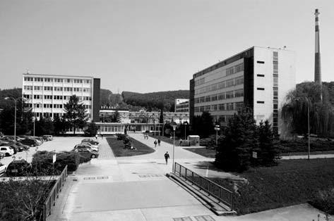 Administrativní budova a Výzkumný ústav před likvidací firmy<sup>9)</sup>
