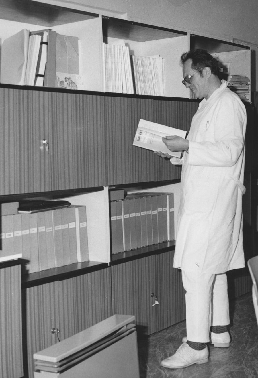 MUDr. RNDr. Luboslav Stárka v roce 1984 v Endokrinologickém ústavu