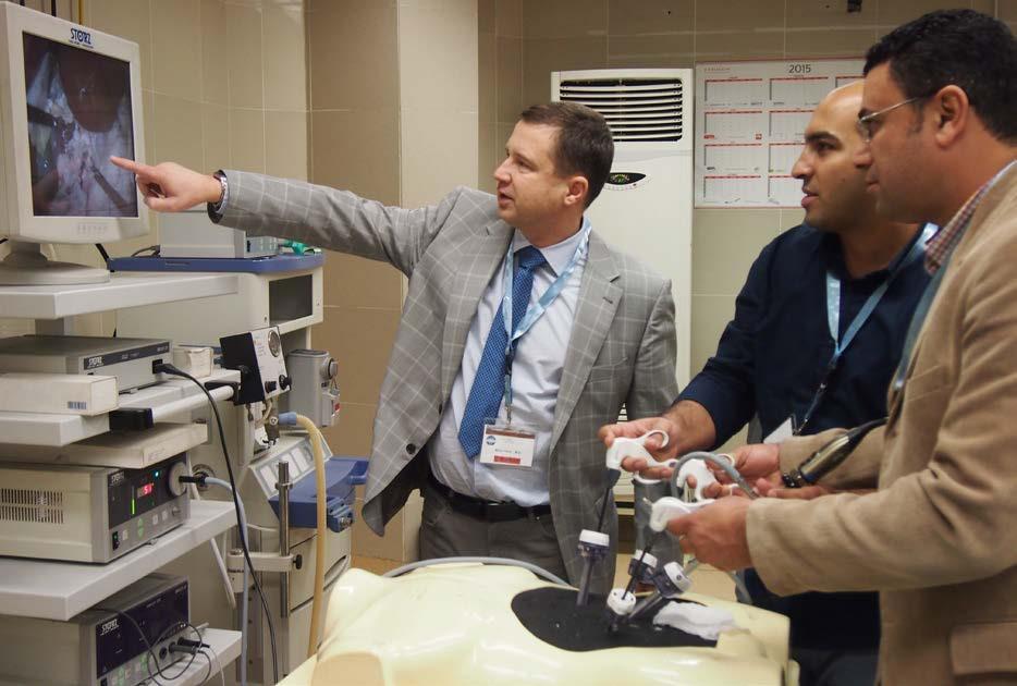 prof. MUDr. Milan Hora, Ph.D., MBA, se v roce 2015 zúčastnil jako expert laparoskopického kurzu na káhirské univerzitě Fig. 2 Professor Milan Hora, M.D., Ph.D., MBA, took part in a laparoscopy course held at Cairo University in 2015 as an expert