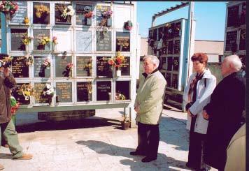 Pietna spomienková slávnosť v urnovom háji na Verejnom cintoríne v Košiciach 26. apríla 2004 pri príležitosti 105. výročia narodenia a XI. memoriálu prof. MUDr. Františka Póra.