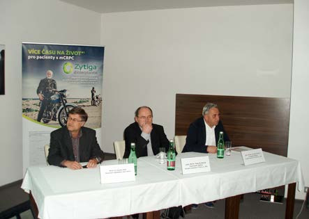 Obr. 9. MUDr. Ivo Kocák, Ph.D., předseda semináře a prim. MUDr. Milan Kohoutek a prim. MUDr. Jaroslav Hynčica, vedoucí workshopů (Zlín, 18. 5. 2016)  Fig. 9. Ivo Kocák, M.D., Ph.D., seminar chairman, and head physicians Milan Kohoutek, M.D. and Jaroslav Hynčica, M.D., workshop leaders (Zlín, 18 May 2016)