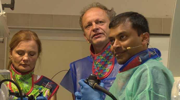 Prof. Varadarajulu při endosonografii.