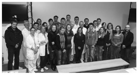 Společné foto účastníků 24. kurzu endoskopické, endonazální chirurgie po jeho ukončení a předání certifikátů
