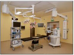 Moderní vybavení jednoho z nových sálů Oddělení hrudní chirurgie v Thomayerově nemocnici.