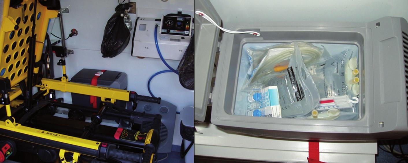 Autolednice se zásobou chladného fyziologického roztoku v sanitě.
