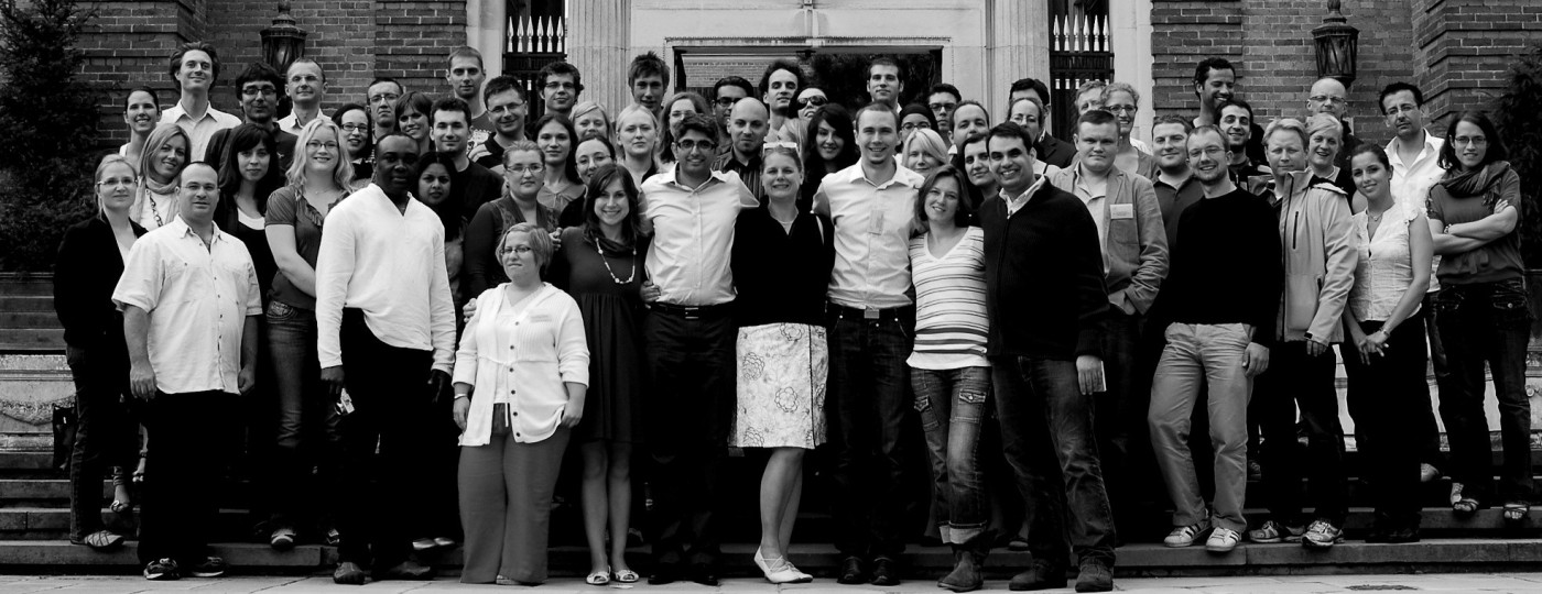 Delegáti 17. sjezdu EFPT před Clare College v Cambridge.