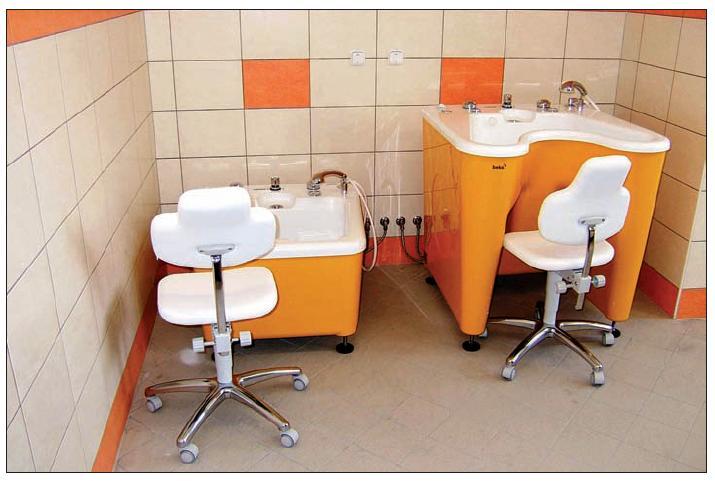 Modernizace dětského oddělení nemocnice v Krnově výrazně také rozšířila nabídku možností relaxace dětí. K dispozici např. mají finskou a speciální infrasaunu, které doplňují vybavení místnosti s vodní vířivkou. Foto: Archiv