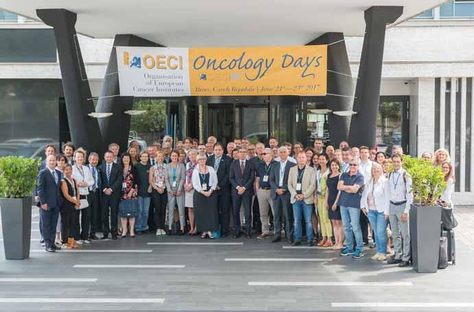 Společná fotografie zástupců onkologických center, kteří se dne 23. 6. 2017 zúčastnili Valné hromady OECI.