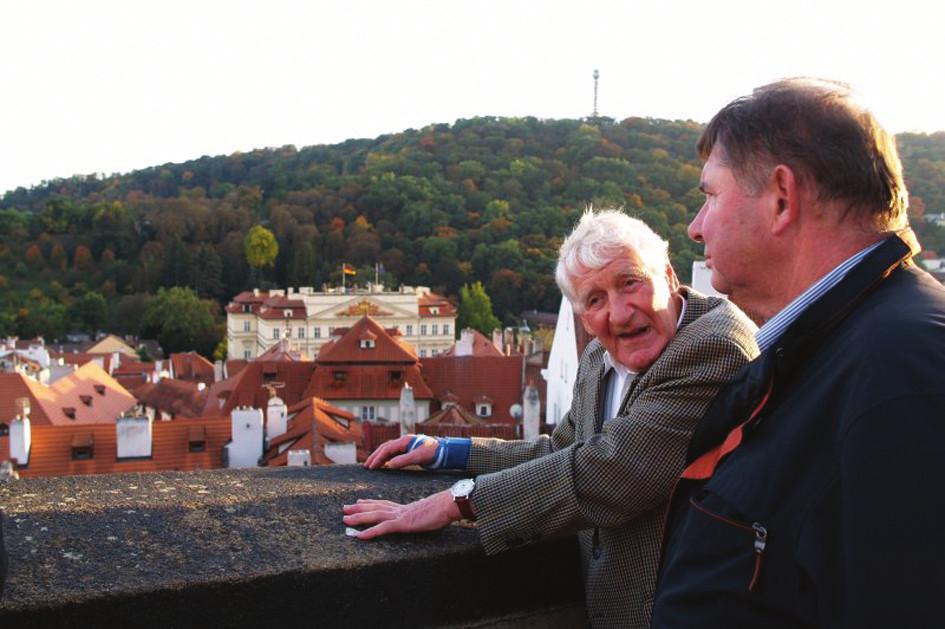 Profesoři Riehm a Kowalczyk při prohlídce Prahy.
