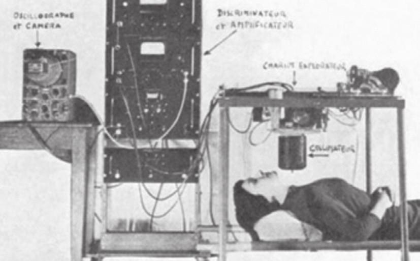 <i>Ručně vyrobené scintigrafické zařízení s osciloskopem (Kellershohn, 1956).</i>