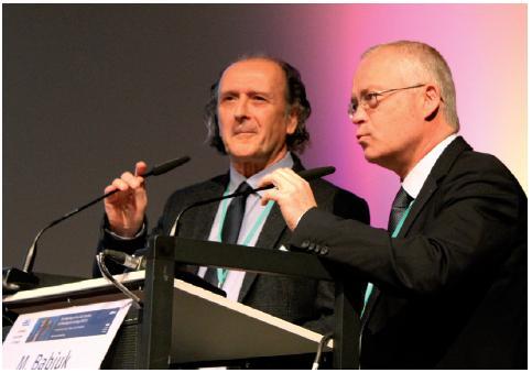 Předseda ESOU prof. Maurizio Brausi a prezident konference prof. Marko Babjuk během diskuse o léčbě nádorů močového měchýře