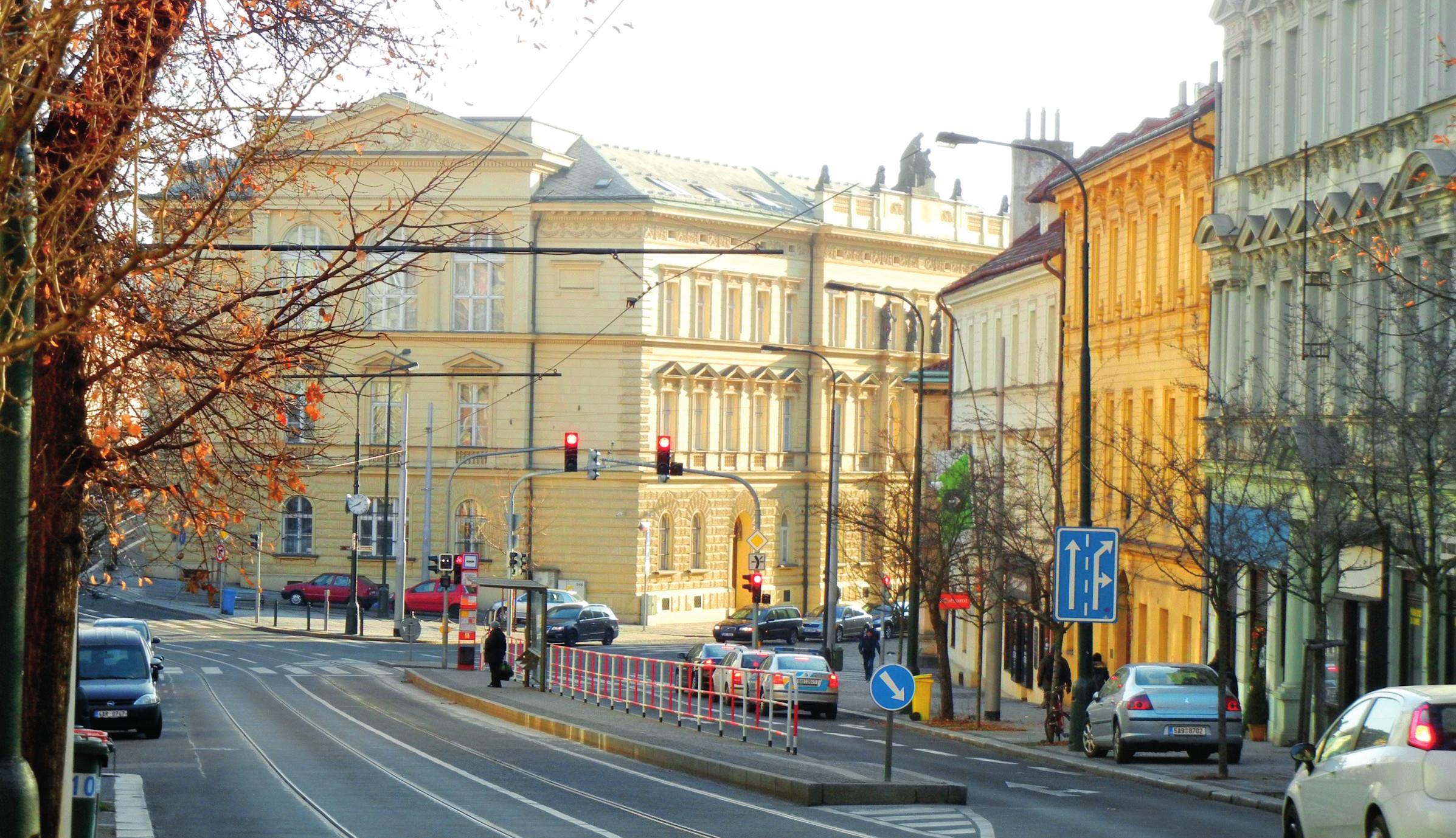 Pohled na budovu ministerstva spravedlnosti z Vyšehradské ul., do roku 1929 Chudobinec sv. Bartoloměje, foto autor (2017)