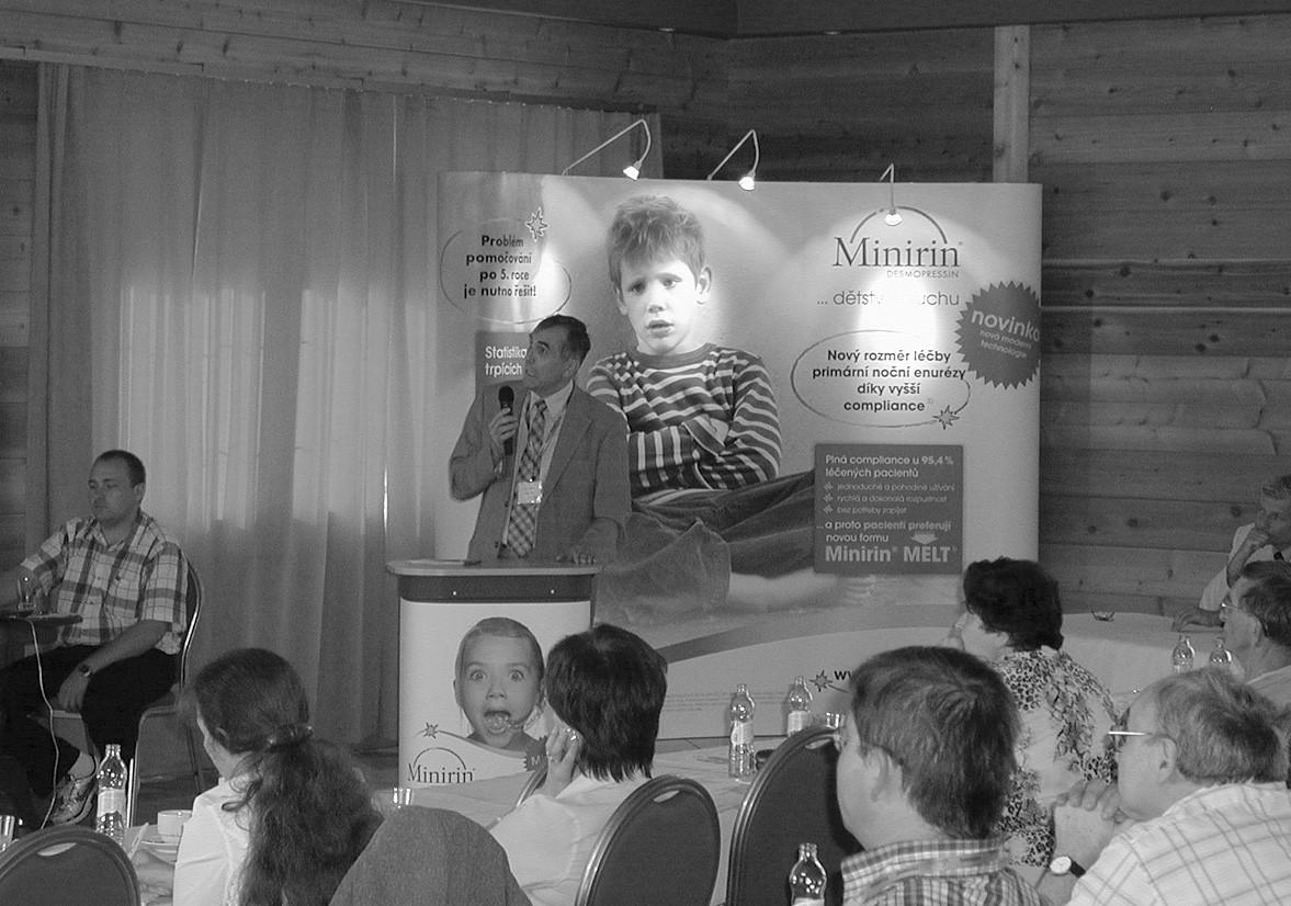 Doc. R. Kočvara přednáší o dysfunkcích dolních cest močových
