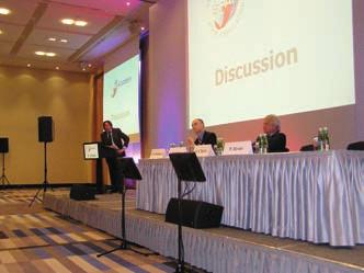 S účastníky SPAF Academy na závěr vídeňského setkání diskutovali (zleva) prof. K. Huber, doc. J. Eikelboom a prof. H. Diener. Foto: ZN.