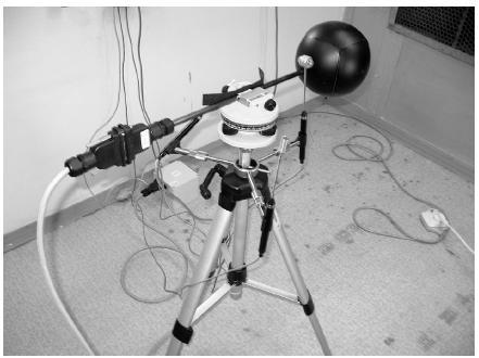 Kulový stereo-teploměr Jokl-Jirák a sondy pro měření radiační teploty, suché teploty a proudění vzduchu přístroje Indoor Climate Analyzer type 1213 fy Bruel and Kjaer
