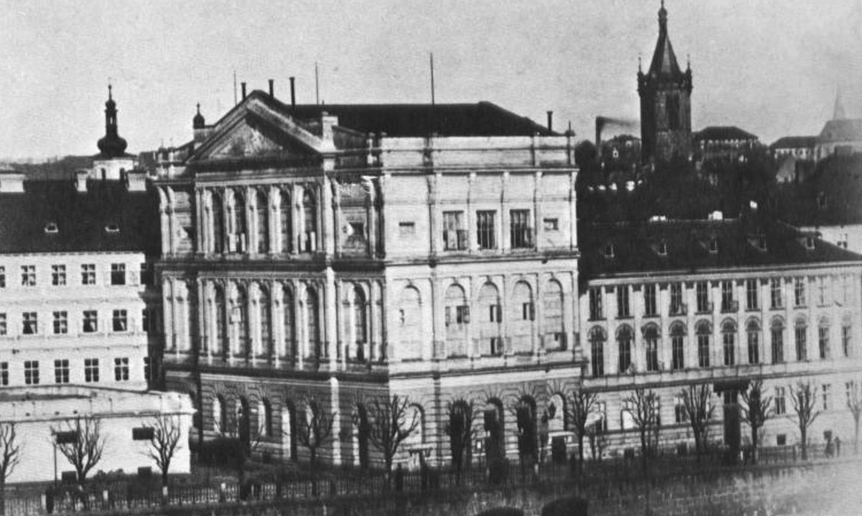 Prozatímní divadlo, pohled na nábřeží před postavením Národního divadla.