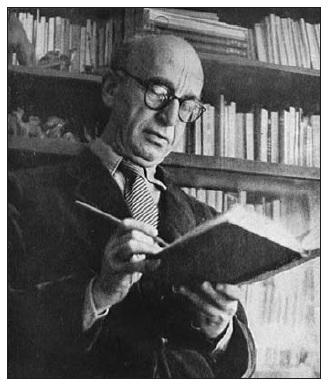 F. Langer u své knihovny.