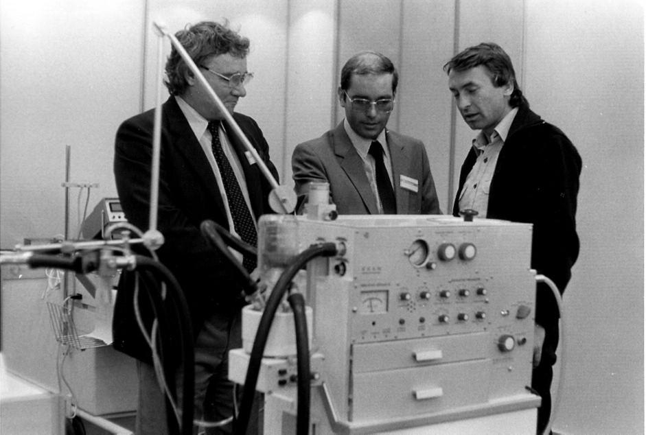 Ing. Brychta (první zleva) a ventilátor EDAM