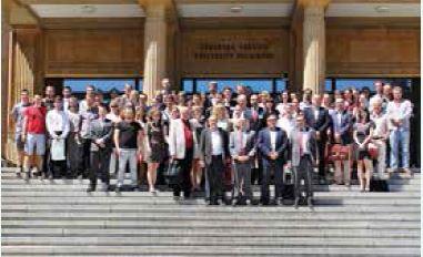 Závěr XXXIV. dnů mladých internistů patřil společné fotografii na schodech teoretických ústavů LF UP