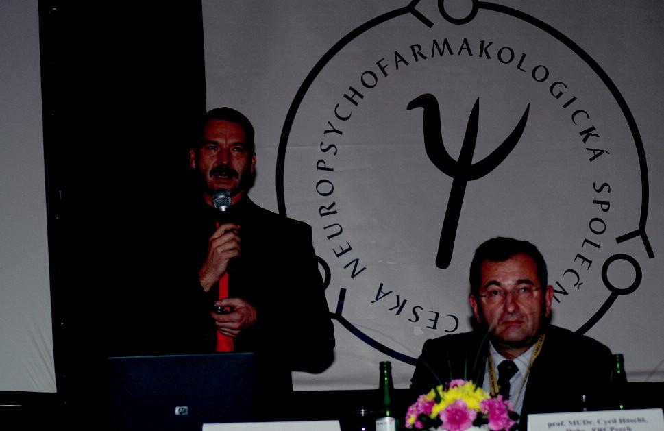 """Doc.Horáček a prof.Höschl při slavnostnímzahájení konference.Krátce poté přednesl prof.Höschl plenární přednášku na téma: """"Umění a věda"""", která byla nakonec hodnocena jako nejlepší sdělení celé konference."""