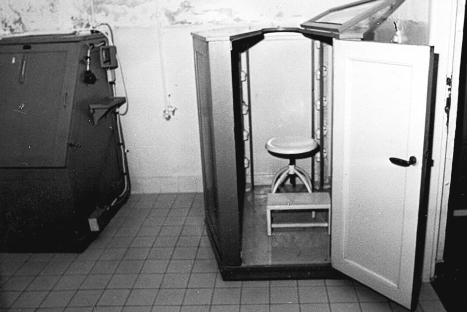 Žárovková skříň k termoterapii.