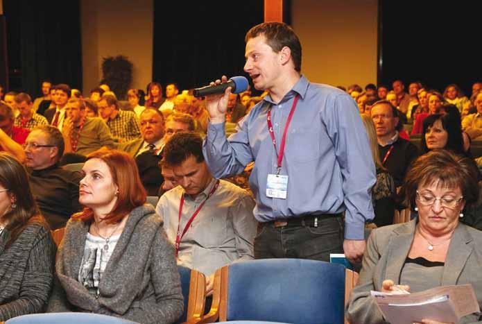 Živá diskusia v plnej prednáškovej sále vo väčšine blokov. Fig. 3. Vivid dicussion in the full conference room marked majority of scientific programme.