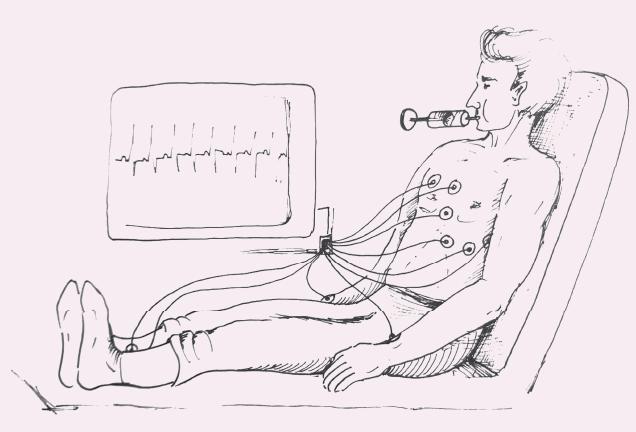 Pacientka v polosedu na lůžku s horní polovinou těla v pozici 45° k podložce, byla vyzvána k 15s usilovnému výdechu proti pístu 10ml stříkačky (autor: Radek Benda).