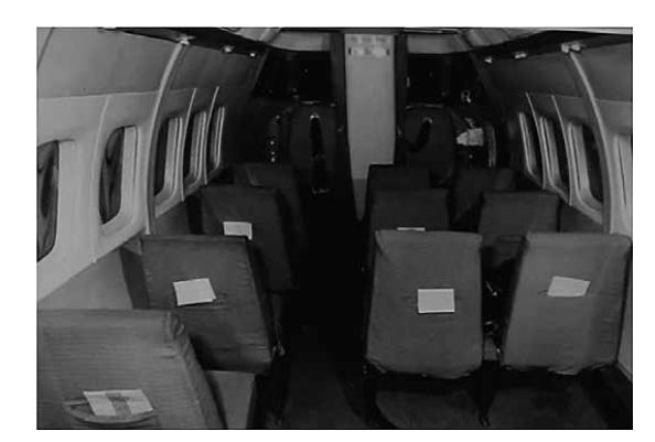 Kabina letadla, vlevo vpředu sedadlo pilota.