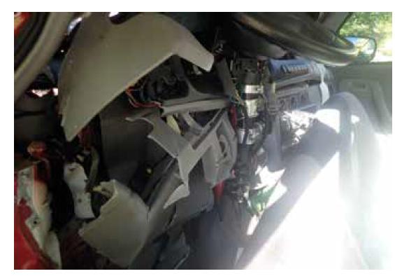 Ukázka deformace interiéru vozidla č. 1.<br> Fig. 4. Illustration of the interior deformation of vehicle no. 1.