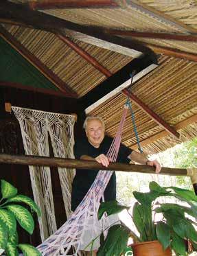 Prof. Blahoš s úsměvem i ve skromném ubytování v souladu s místní kulturou. Pořízeno v Brazílii během Světového kongresu o osteoporóze v Riu de Janeiru