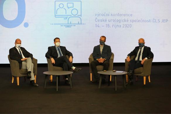 V panelu během EAU lecture zasedli prof. R. Zachoval, prof. M.  Hora, MUDr. A. Brisuda a prof. M. Babjuk (zleva)<br> Fig. 4. The panel during EAU lecture (left to right): prof. R. Zachoval; prof. M. Hora; A. Brisuda, MD; and prof. M. Babjuk