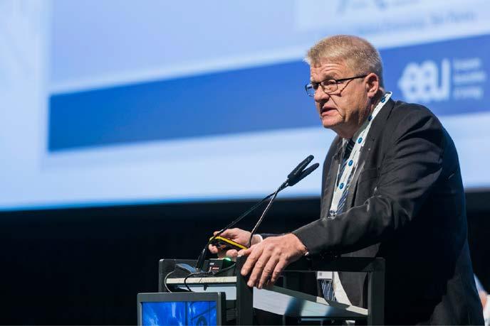 Profesor Jens Sonksen z Dánska během své přednášky<br> Fig. 2. Professor Jens Sonksen from Denmark during his lecture