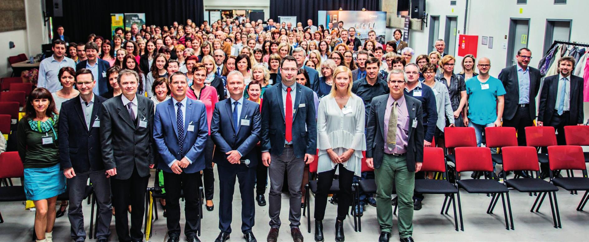 Společné foto účastníků a lektorů sympozia.
