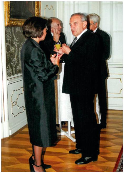 Prof. MUDr. R. Bardfeld, CSc. v Arcibiskupském paláci v Praze při slavnostním večeru v rámci EULAR kongresu v roce 2001