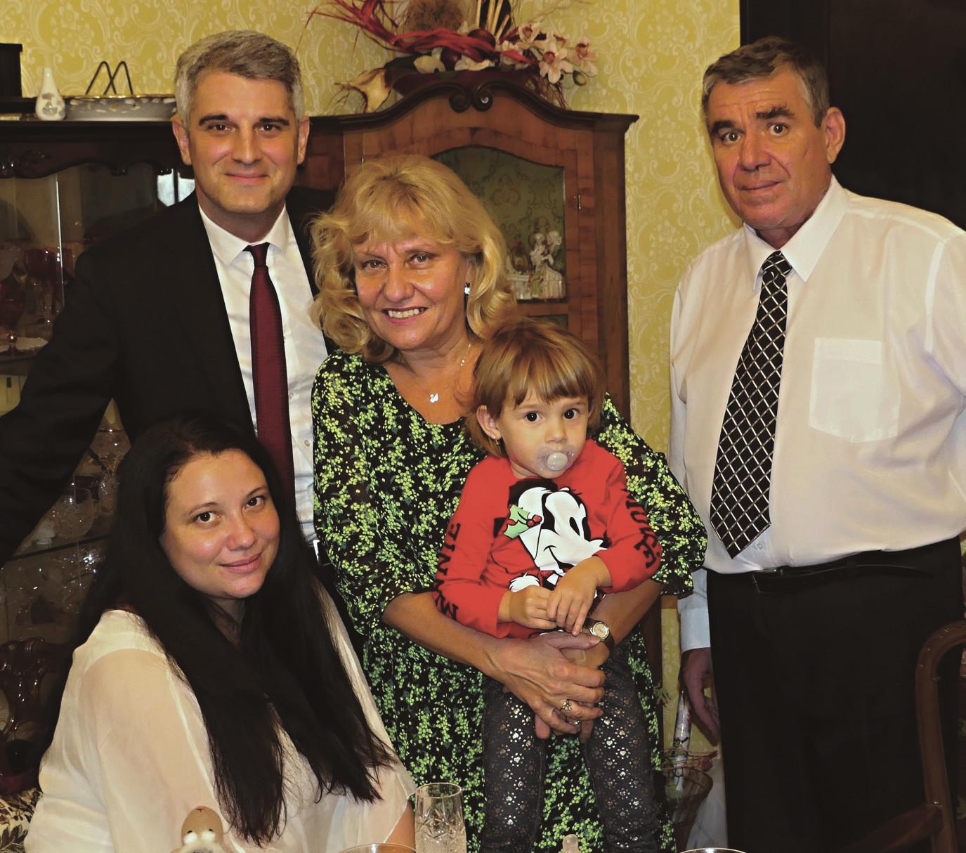 Největší štěstí v kruhu rodiny, s manželkou Lenkou, dcerou Monikou, vnučkou Belinkou a zetěm Petrem.