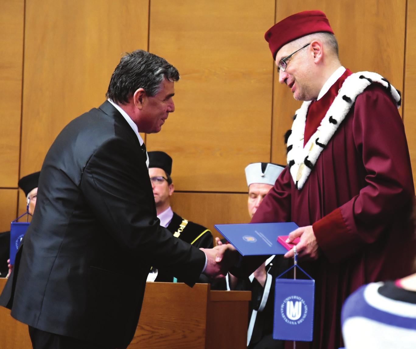 V roce 2016 převzal prof. Špinar z rukou rektora Mikuláše Beka ocenění Masarykovy univerzity.