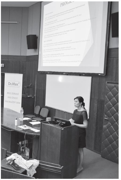 Předsedkyně Sekce technologie léků ČFS ČLS JEP doc. PharmDr. Kateřina Kubová, Ph.D. při zahájení akce