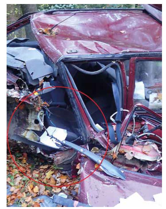 Ukázka deformace interiéru vozidla č. 2.<br> Fig. 7. Illustration of the vehicle no. 2 interior deformation.