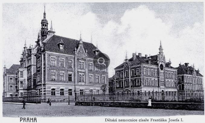 Dětská nemocnice císaře Františka Josefa I. na dobové pohlednici. Otevřena byla v roce 1902 a zbořena v roce 1970 při stavbě Nuselského mostu.