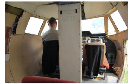 Pohled na středový sloupek a kokpit L410