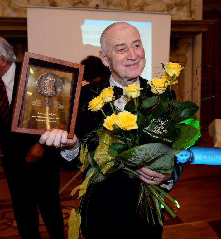 Prof. Koutecký při přebírání Ceny J. E. Purkyně v roce 2014