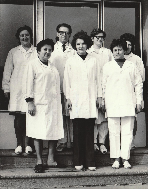 Kolektiv v BSP ze 70. let na slavných vodňanských schodech