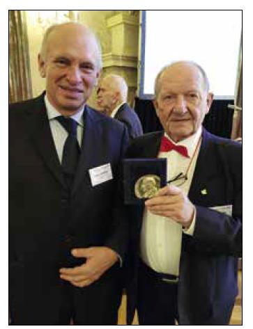 Zlatá medaile ČLS JEP – profesoři Štěpán Svačina a Eduard Zvěřina.