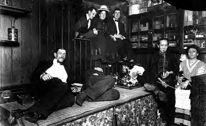 Opium kouřící Američané v New Yorku. Zdroj: Wikimedia Commons (CC BY 4.0)