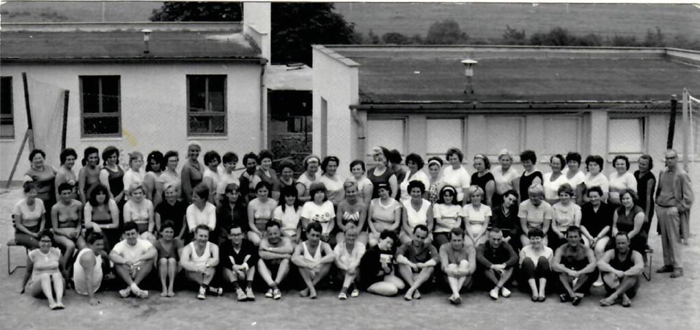 Redukční pobyt pro obézní ve Zbirohu 60. léta – prof. Šonka vpravo